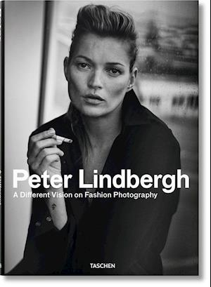 Bog, hardback Peter Lindbergh: A Different Vision on Fashion Photography af Thierry-Maxime Loriot
