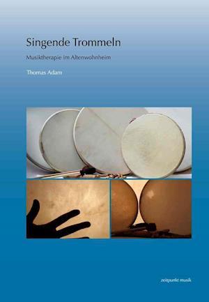 Bog, paperback Singende Trommeln af Thomas Adam