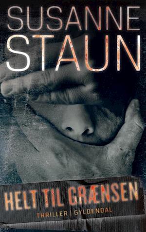Bog indbundet Helt til grænsen af Susanne Staun