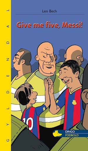 Bog hæftet Give me five Messi! af Leo Bech