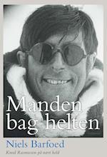 Manden bag helten af Niels Barfoed