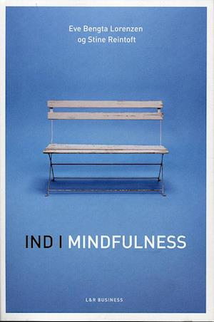 Bog, hæftet Ind i mindfulness af Stine Reintoft, Eve Bengta Lorenzen