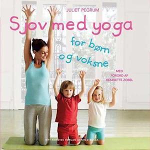 Bog hæftet Sjov med yoga for børn og voksne af Juliet Pegrum