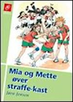 Mia og Mette øver straffekast