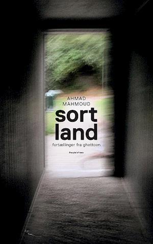 Bog, hæftet Sort land af Ahmad Mahmoud