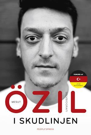 Bog hæftet I skudlinjen af Mesut Özil
