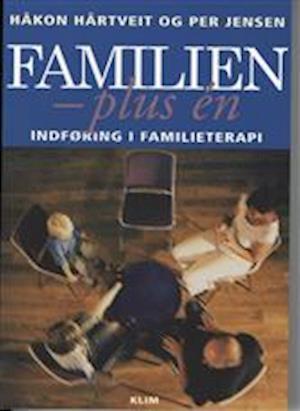 Bog hæftet Familien - plus én af Per Jensen Håkon Hårtveit