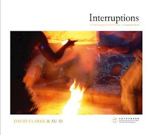 Bog, paperback Interruptions - With Photographs by David Clarke and Essays by Xu Xi af David Clarke